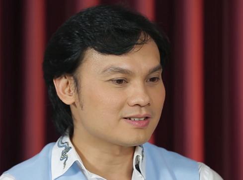 Lỡ cắt tóc ngắn đi diễn, NSƯT Kim Tiểu Long bị vây đánh vì nghĩ là 'hàng giả' - Ảnh 1