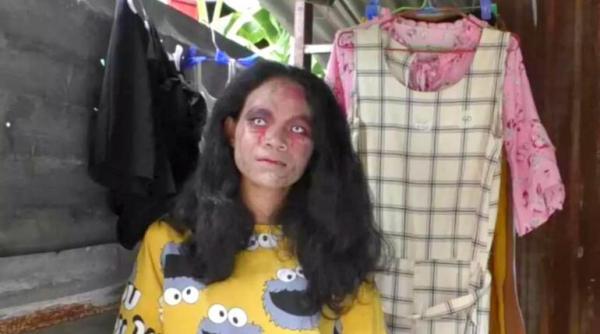 Bán quần áo của người chết nhưng ế ẩm, người phụ nữ nghĩ ra chiêu gây sự chú ý khiến khách hàng vừa run sợ vừa hiếu kì - Ảnh 1