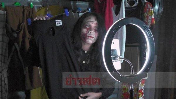 Bán quần áo của người chết nhưng ế ẩm, người phụ nữ nghĩ ra chiêu gây sự chú ý khiến khách hàng vừa run sợ vừa hiếu kì - Ảnh 2