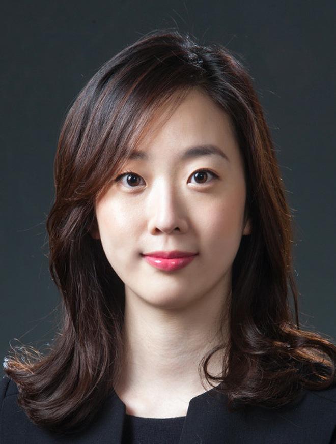 Báo Trung tung ảnh bạn gái luật sư tin đồn của Song Joong Ki: Đúng chuẩn nữ thần ngành luật từng lên sóng KBS! - Ảnh 2