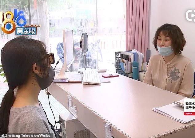 Một người phụ nữ phát hoảng khi thấy thanh silicone được cấy ghép trong mũi bỗng 'lấp ló' nơi đầu mũi - Ảnh 3