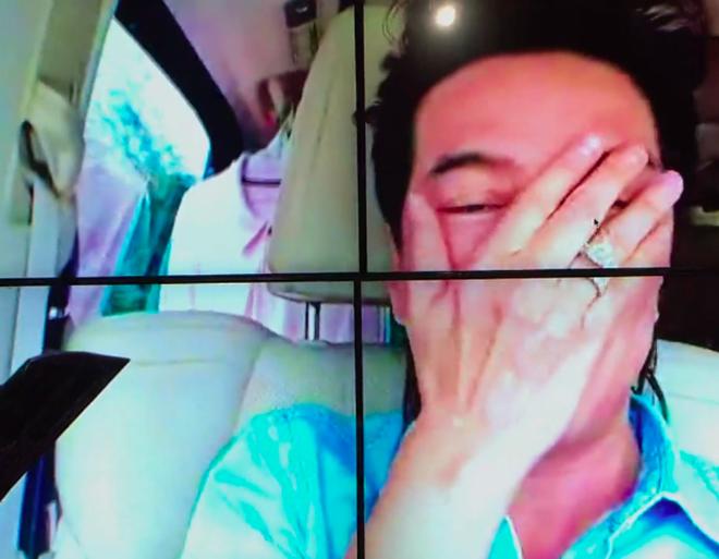 Mr Đàm bật khóc khi thấy Hồng Ngọc đi hát sau sự cố bỏng 2/3 mặt - Ảnh 2