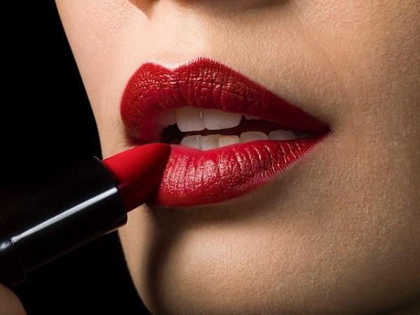 Những tật xấu nhiều người mắc khiến đôi môi ngày càng nứt nẻ, thô ráp - Ảnh 4