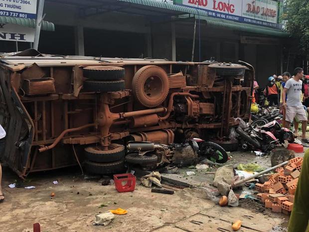 NÓNG: Kinh hoàng xe tải lao thẳng vào chợ, 5 người chết, nhiều người bị thương nằm la liệt - Ảnh 4