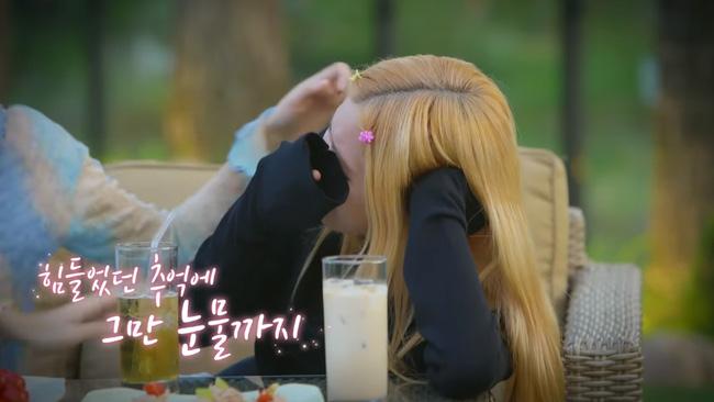 Rosé (BLACKPINK) bật khóc khi nghe Jennie kể lại khoảng thời gian làm thực tập sinh, phải tập đến gần sáng mới được đi ngủ - Ảnh 3