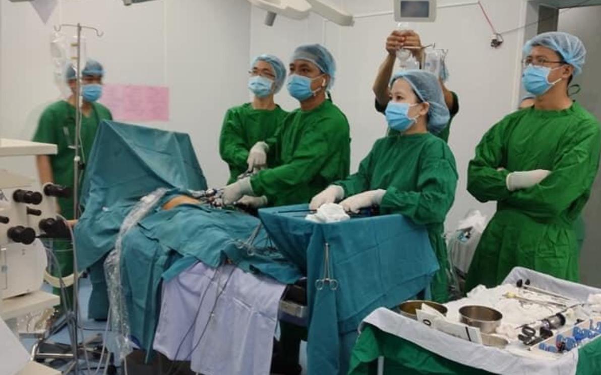 TP.HCM: Đau bụng âm ỉ 3 ngày, bé 12 tuổi suýt chết vì căn bệnh nguy hiểm ở ruột nhưng không được phát hiện sớm - Ảnh 2