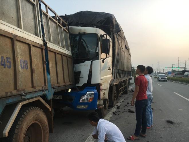 Dừng sửa xe, tài xế xe tải chở củi bị xe chở than tông chết thương tâm - Ảnh 2