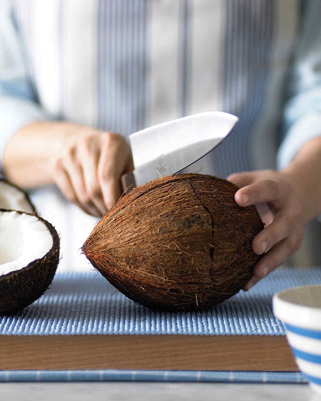 """Mùa hè uống nước dừa là tuyệt hảo nhưng bổ dừa thế nào thì các mẹ học lỏm ngay mẹo """"dễ như ăn kẹo"""" sau - Ảnh 6"""