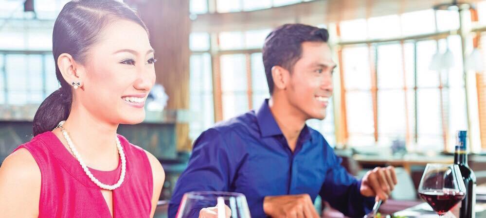 90% chị em mắc phải 1 trong số những lỗi này khi đi ăn nhà hàng, xinh đẹp bao nhiêu vẫn kém sang! - Ảnh 1
