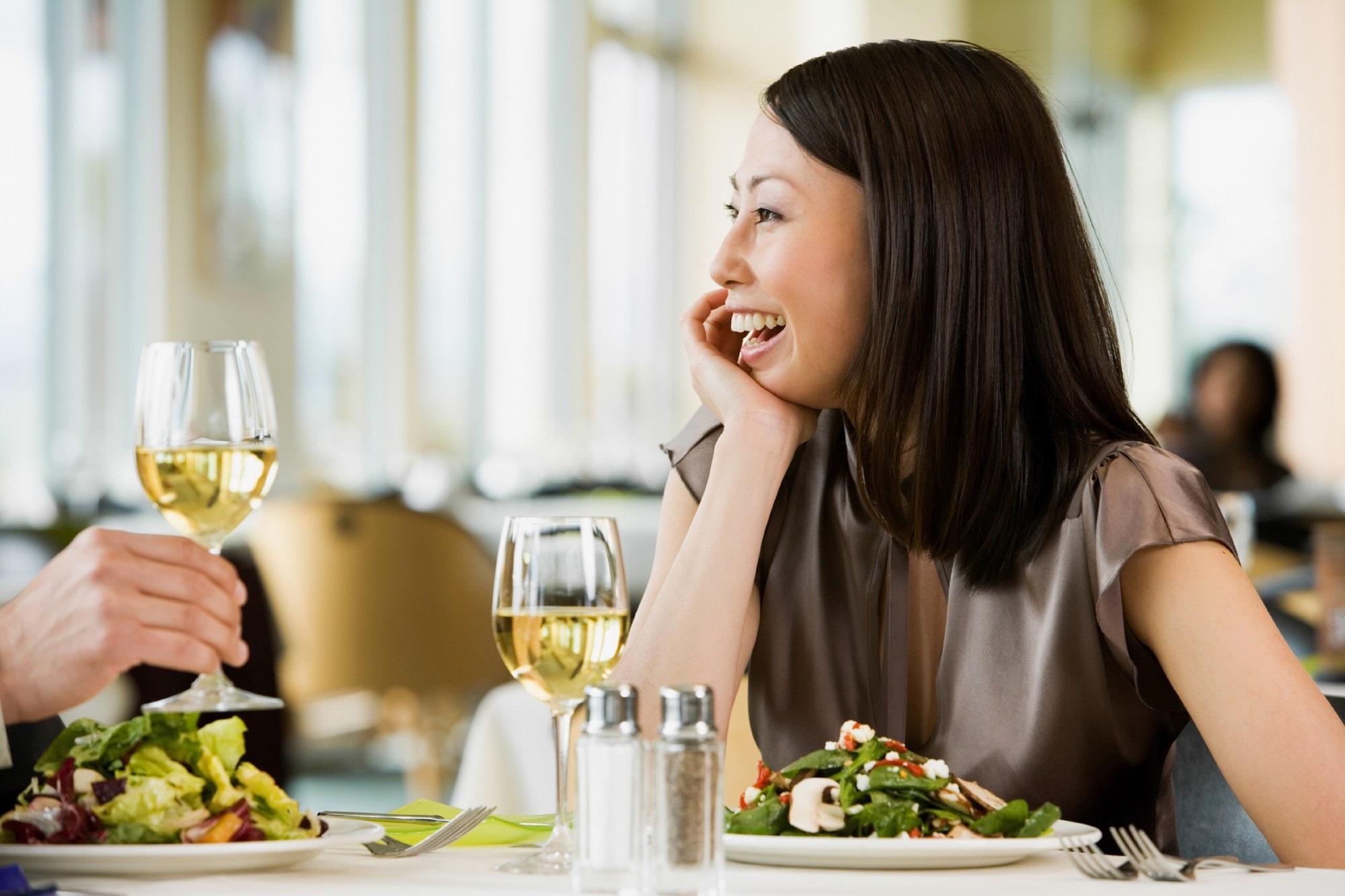 90% chị em mắc phải 1 trong số những lỗi này khi đi ăn nhà hàng, xinh đẹp bao nhiêu vẫn kém sang! - Ảnh 7