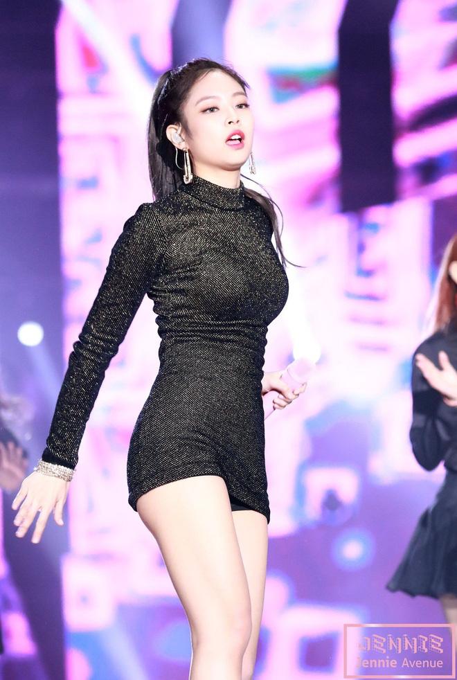 Vòng một to mà lo mặc phản cảm thì hãy học Jennie (Black Pink) để luôn nổi bật - Ảnh 1