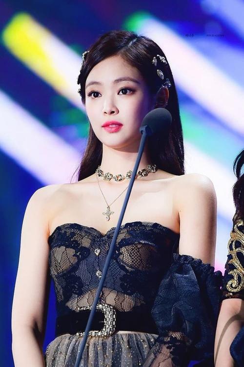 5 bí quyết da đẹp, dáng thon chị em nên học tập từ cô nàng sang chảnh nhất Kpop - Ảnh 10
