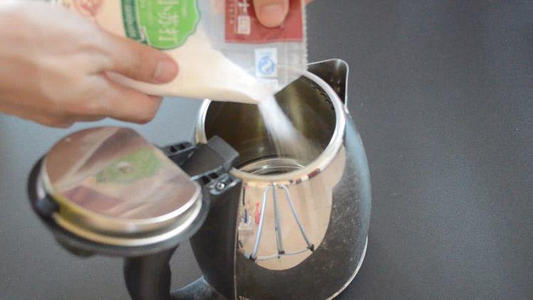 Chỉ cần 2 nguyên liệu đơn giản để cọ ấm siêu tốc sạch bong không cần rửa trong một năm - Ảnh 1