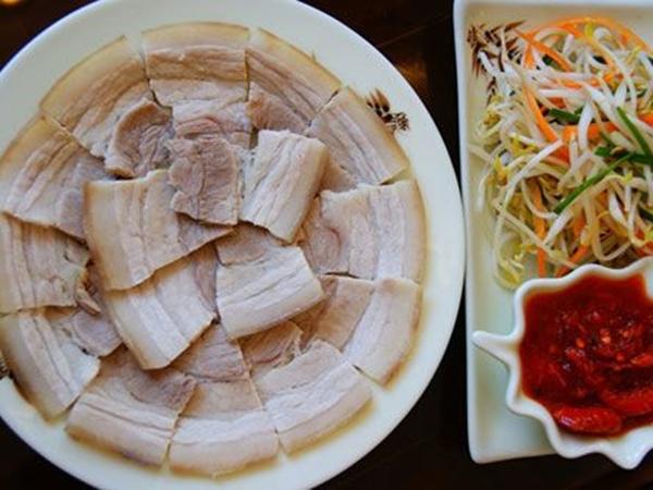 Luộc thịt lợn dùng nước nóng hay lạnh, nếu dùng sai thịt vừa khô vừa không thơm - Ảnh 2