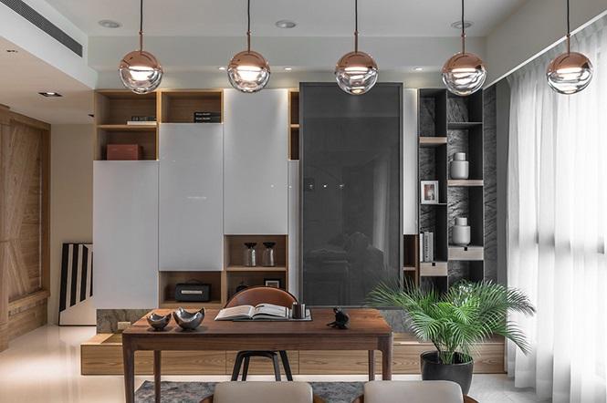Nhà hẹp vẫn sang trọng và rộng rãi nhờ tủ âm tường bằng gỗ kính - Ảnh 6