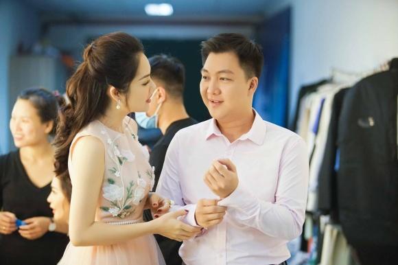 Cuộc sống giàu sang ngôn tình của Dương Cẩm Lynh trước khi chia tay người chồng từng chi 3 triệu mỗi ngày mua hoa tặng vợ - Ảnh 1