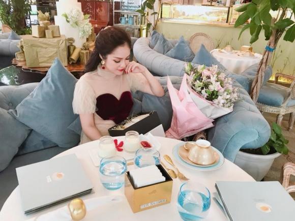 Cuộc sống giàu sang ngôn tình của Dương Cẩm Lynh trước khi chia tay người chồng từng chi 3 triệu mỗi ngày mua hoa tặng vợ - Ảnh 13