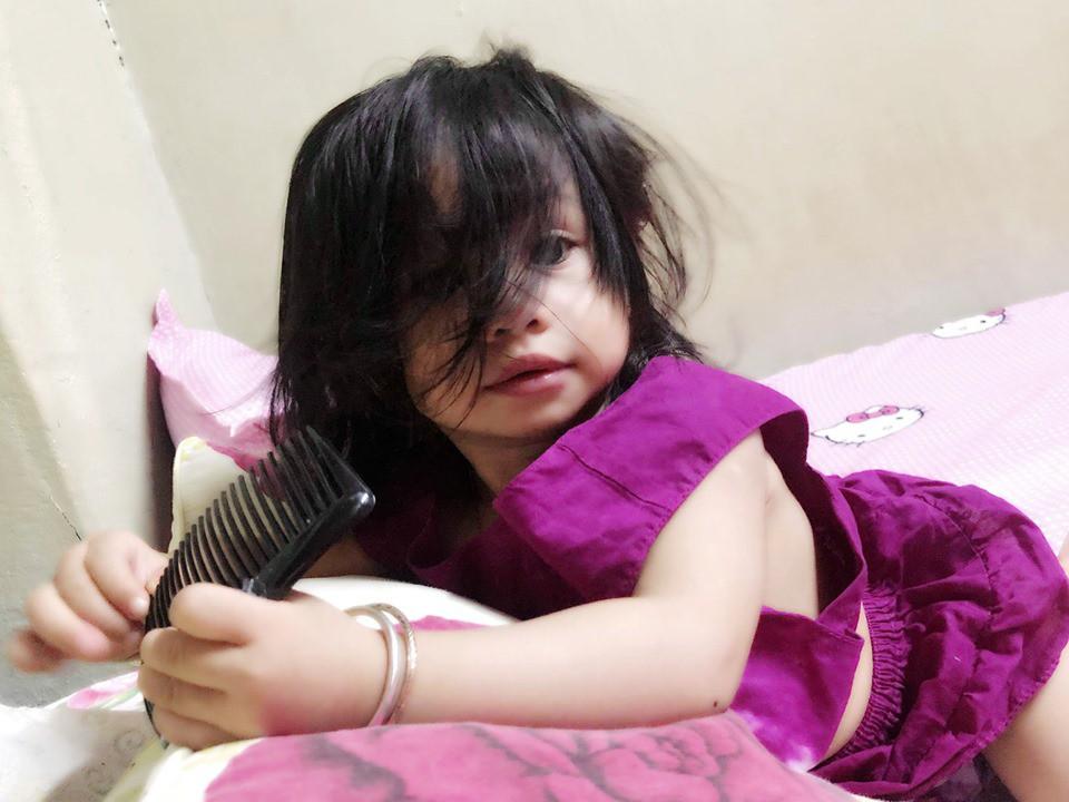 1001 biểu cảm 'thẫn thờ' lẫn ngơ ngác của các bé khi mới ngủ dậy khiến cha mẹ chẳng thể nhịn cười - Ảnh 11