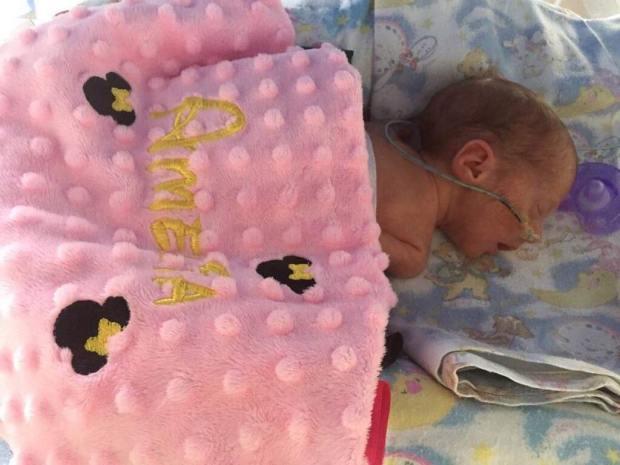Được chẩn đoán khó có con, người mẹ này bỗng lập kỷ lục không tưởng: Mang thai tư, ca sinh nở chỉ diễn ra trong 4 phút - Ảnh 6