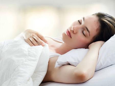 Nằm ngủ sai tư thế có thể làm da khô, mọc đầy mụn - Ảnh 3