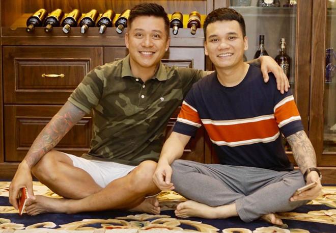 Tuấn Hưng cúng Tổ nghề muộn tại nhà riêng cùng Khắc Việt, Tú Dưa - Ảnh 3