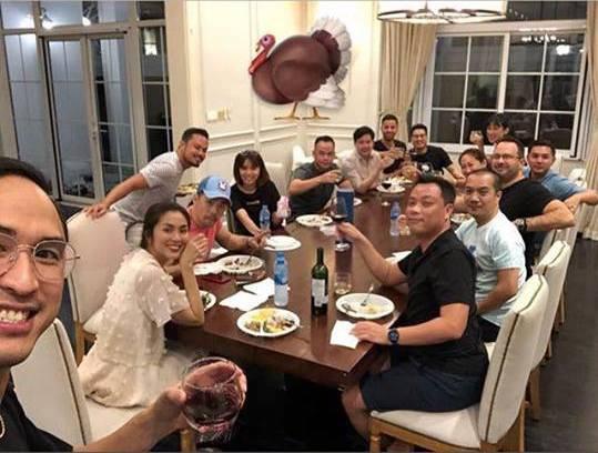 Ảnh hiếm hoi vợ chồng Tăng Thanh Hà cùng bạn bè đón Lễ Tạ ơn thân mật trong căn biệt thự triệu đô - Ảnh 2