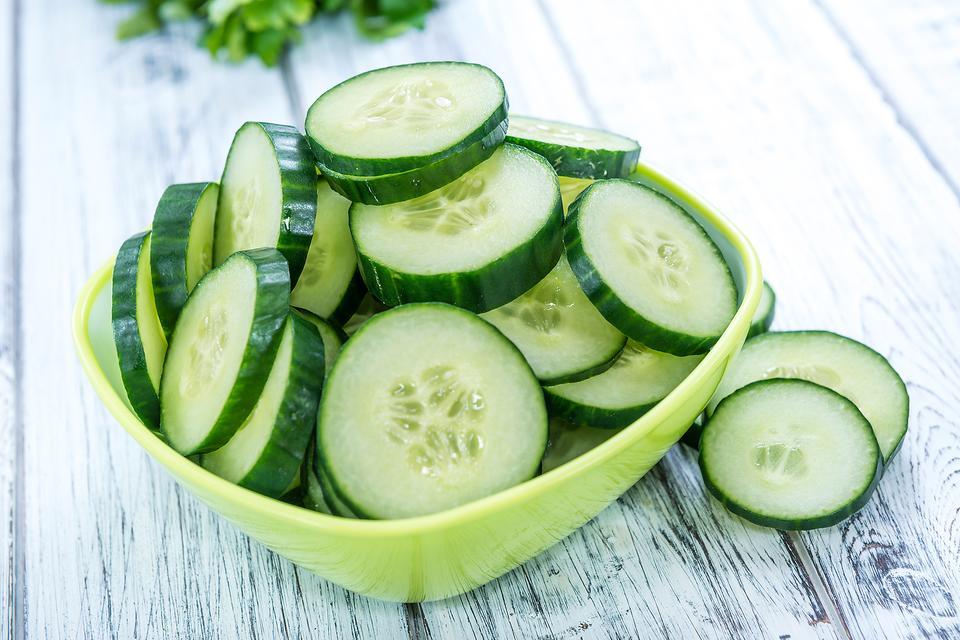 Da bong tróc mùa hanh khô: Bổ sung ngay những thực phẩm này vào chế độ dinh dưỡng để cấp ẩm tức thì - Ảnh 3