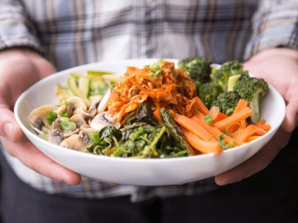 Giảm nồng độ cholesterol trong cơ thể không khó nếu bạn biết áp dụng những chế độ ăn này - Ảnh 1