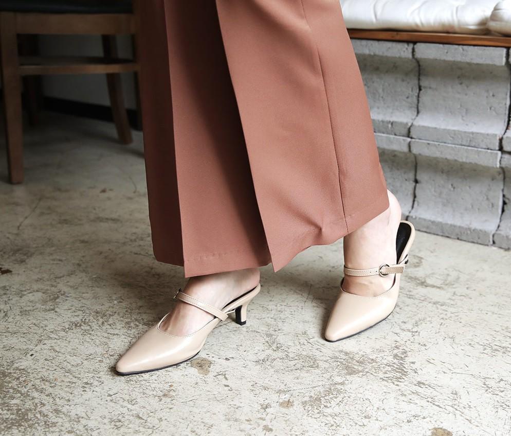 Giày khuyết gót - item dù mang đế bệt cũng kéo dài chân cực khéo, lại nữ tính và trang nhã vô cùng - Ảnh 1