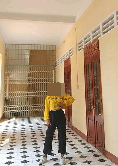 Nữ sinh cấp 3 bị 'ném đá' dữ dội vì mặc quần tất lưới như đi bar trong áo dài truyền thống, chụp ảnh khoe vòng 1 hết cỡ - Ảnh 4