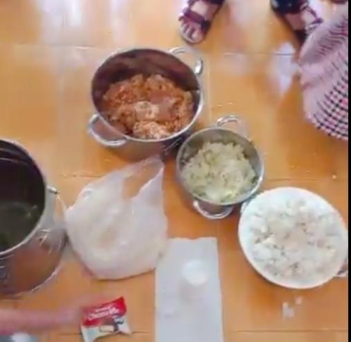 Công an vào cuộc vụ 'tố' trường cho trẻ ăn gạo mốc, đầu cá - Ảnh 1