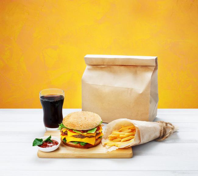 Cảnh báo: Giấy gói đồ ăn nhanh có thể làm cơ thể bạn nhiễm độc tố và dẫn tới hậu quả tồi tệ không lường thế này - Ảnh 1