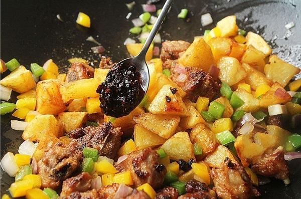 Đâu chỉ có xào chua ngọt, sườn nấu theo cách này cũng khiến cả nhà 'vét sạch nồi cơm' - Ảnh 5