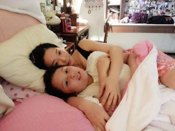 Để con sờ ngực suốt 7 năm khi ngủ, ngày đưa đi khám mẹ hay tin đó là bệnh - Ảnh 1