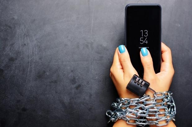 Ánh sáng xanh từ điện thoại ảnh hưởng đến sắc đẹp như nào? - Ảnh 7