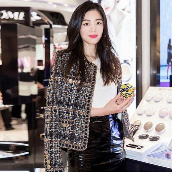 Áo khoác vải tweed: Món đồ tiêu biểu và cực đáng sắm cho tủ đồ Đông năm nay - Ảnh 18