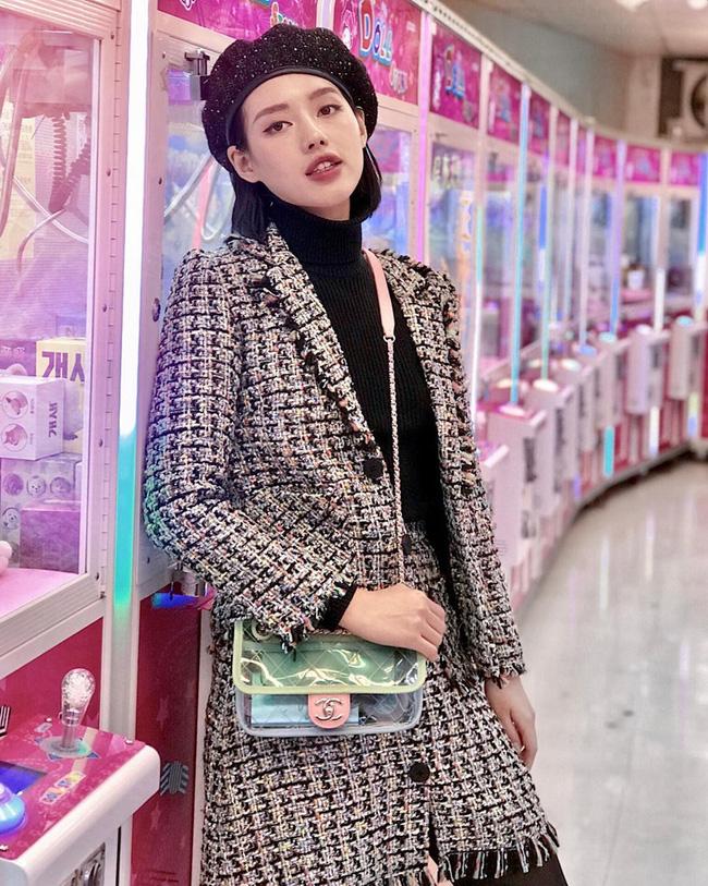 Áo khoác vải tweed: Món đồ tiêu biểu và cực đáng sắm cho tủ đồ Đông năm nay - Ảnh 22
