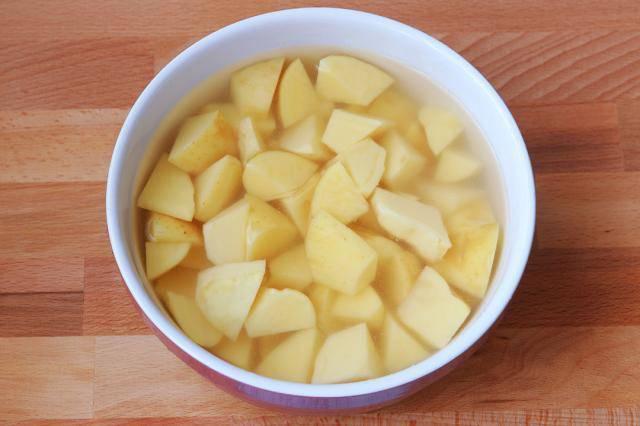 Có lon coca uống dở, tôi đổ vào khoai tây, ai ngờ thành món ngon không tưởng - Ảnh 1