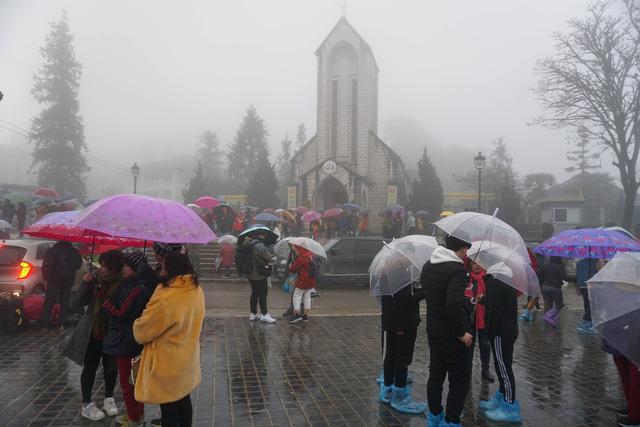 Không khí lạnh gây mưa rét ở miền Bắc, nhiệt độ Hà Nội thấp nhất 16 độ C - Ảnh 1