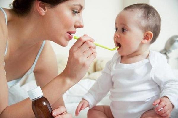 Cha mẹ làm những việc này khi trẻ sốt có thể khiến con mất mạng - Ảnh 1
