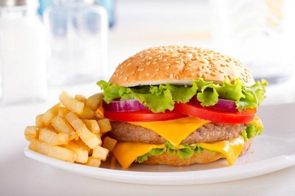 Trẻ bị viêm tai giữa: Kiêng ăn gì để nhanh khỏi bệnh? - Ảnh 2