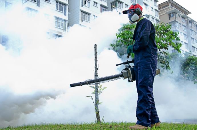 Các loại hóa chất diệt muỗi rất có hại đối với sức khỏe con người và động vật nếu chẳng may tiếp xúc