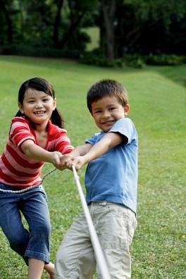 Cha mẹ mà hay làm điều này vô tình sẽ biến con mình thành một đứa trẻ hay ghen tị với mọi thứ xung quanh - Ảnh 6