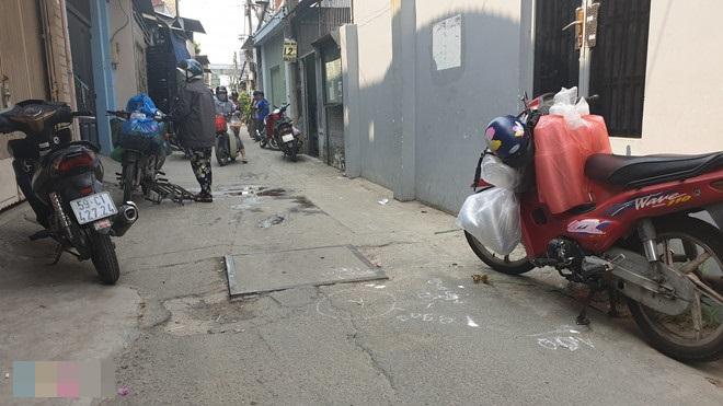 TP.HCM: Mẹ khóc ngất vì không cứu được con gái 2 tuổi bị xe ben tông chết trước nhà - Ảnh 1