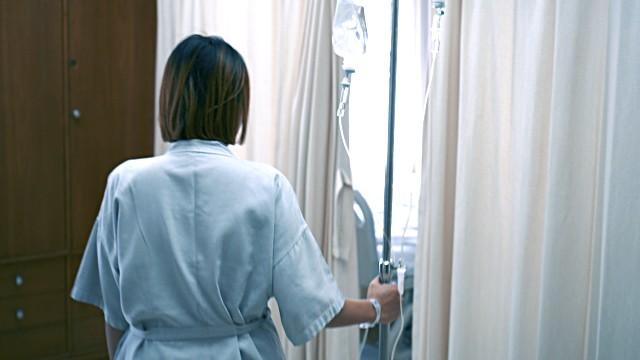 Muốn nhanh hồi phục nhanh sau sinh mổ, mẹ nhất thiết phải ghi nhớ 5 nguyên tắc sau - Ảnh 2