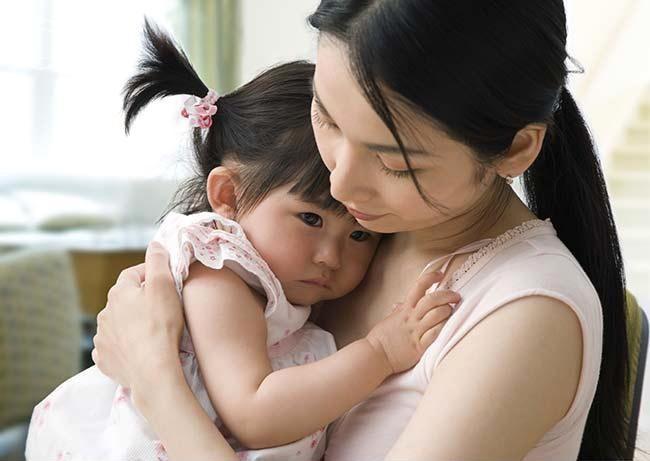 Gợi ý cho mẹ 4 tuyệt chiêu siêu hiệu quả giúp trị ngay thói hay ăn vạ, hờn dỗi của con ở nơi công cộng - Ảnh 4