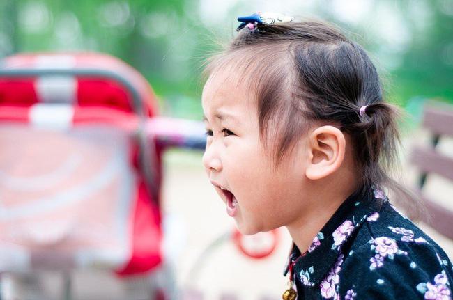 Gợi ý cho mẹ 4 tuyệt chiêu siêu hiệu quả giúp trị ngay thói hay ăn vạ, hờn dỗi của con ở nơi công cộng - Ảnh 5