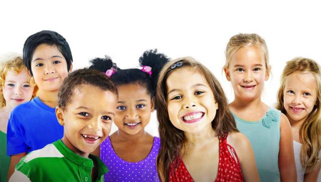Những sai lầm bố mẹ có thể mắc phải khi cố gắng nuôi dạy con trở thành đứa trẻ hạnh phúc - Ảnh 1