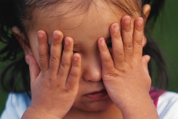 Những sai lầm bố mẹ có thể mắc phải khi cố gắng nuôi dạy con trở thành đứa trẻ hạnh phúc - Ảnh 3