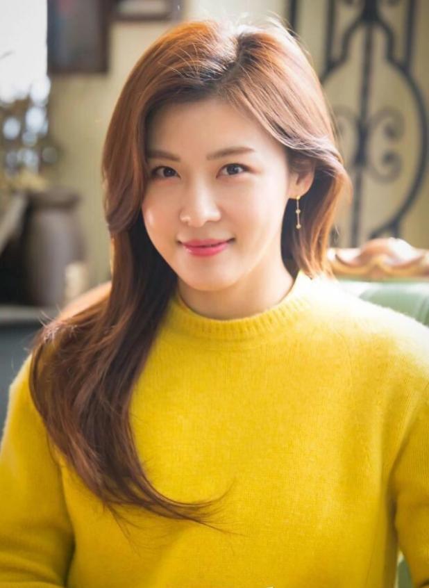 Ha Ji Won chia sẻ cách giữ gìn làn da đôi mươi dù đã U40 - Ảnh 2